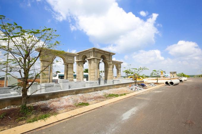 Dự án nằm tại vị trí đắc địa ngay trung tâm TP Đồng Xoài, có nhiều tiện ích đẳng cấp hội tụ.