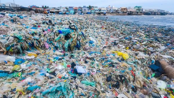 Vấn nạn ô nhiễm rác thải nhựa ngày càng đáng báo động trên toàn thế giới, ước tính mỗi năm Việt Nam sử dụng và thải bỏ khoảng hơn 30 tỷ túi nylon ra ngoài môi trường.