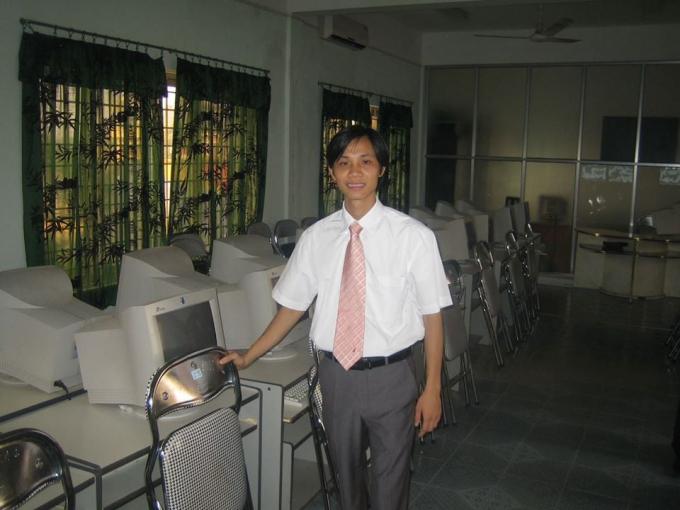 Thầy Nguyễn Hữu Lam lúc là giáo viên Trường cao đẳng Công nghệ Viettronics.