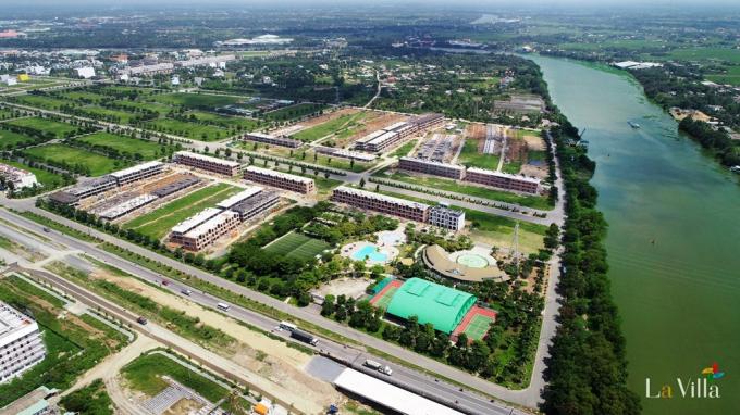 Một dự án với hệ thống công viên cây xanh, cạnh sông nước, gần lộ thu hút giới đầu tư và khách hàng.