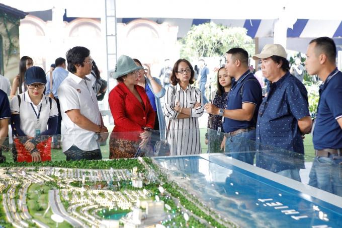 Khách hàng quan tâm tìm hiểu các dự án BĐS nghỉ dưỡng gần TP HCM tại Triển lãm Novaland Expo 12/2019.
