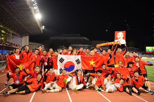 Tập đoàn Hưng Thịnh thưởng 1 tỉ đồng cho U22 Việt Nam.