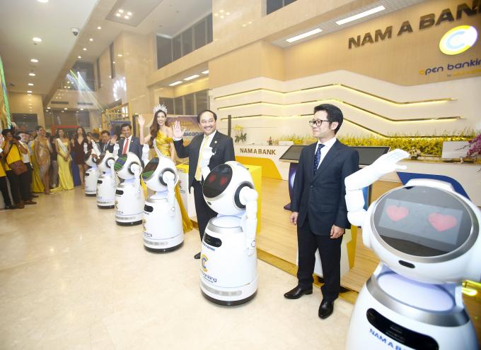 Nam A Bank là ngân hàng tiên phong ứng dụng Robot và trí tuệ nhân tạo vào giao dịch.