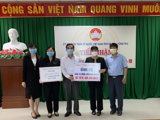 Doanh nhân Nguyễn Nam Phương trao 500 triệu đồng ủng hộ cho công tác phòng chống dịch bệnh Covid-19 tại tỉnh Bà Rịa - Vũng Tàu thông qua UBMTTQ Việt Nam tỉnh Bà Rịa-Vũng Tàu.