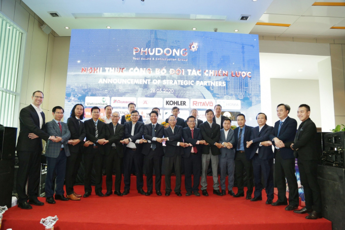 Phú Đông Group ký kết hợp tác chiến lược với 15 đơn vị hàng đầu và uy tín tại nhiều lĩnh vực.