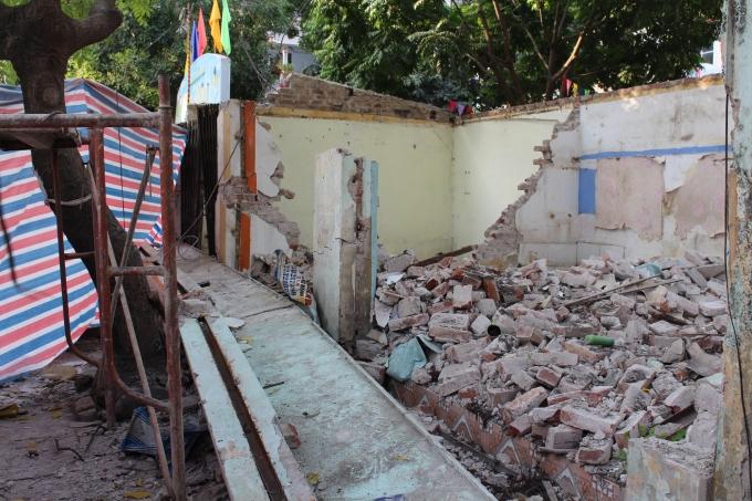 Một khối bê tông nặng hàng tấn bất ngờ đổ sập khiến 1 người tử vong tại chỗ.