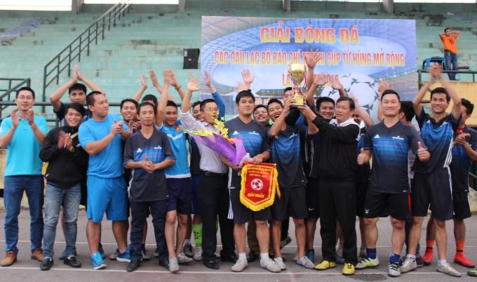 Câu lạc bộ bóng đá báo chí Hà Tây đã xuất sắc vượt qua Câu lạc bộ bóng đá báo chí Nam Định và giành cúp vô địch.