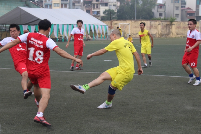 Các cầu thủ tham gia giải đều thi đấu đẹp và hết mình.