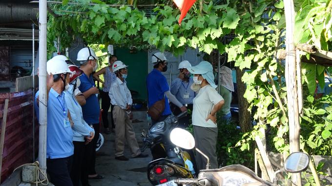 Lực lượng chức năng quận Hải An tiếp tục công tác vận động, tuyên truyền.