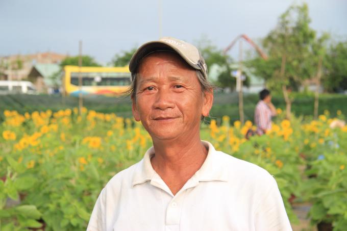 Ông Hà Văn Vũ, chủ nhân vườn hoa.