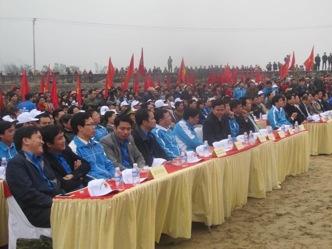 Rất đông đại biểu, đoàn viên, thanh niên, người dân về dự lễ.