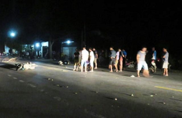 Hiện trường vụ tai nạn khiến 6 người ngồi trên 2 xe máy phải nhập viện.
