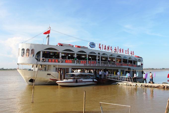 Giang Đình cổ độ với sức chứa 340 khách, hiện đã có hành lang pháp lý ban đầu, dẫu còn nhiều bất cập.