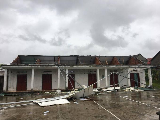 Chỉ tính riêng Hà Tĩnh, hơn 22 ngìn ngôi nhà bị tốc mái, hư hỏng nặng.