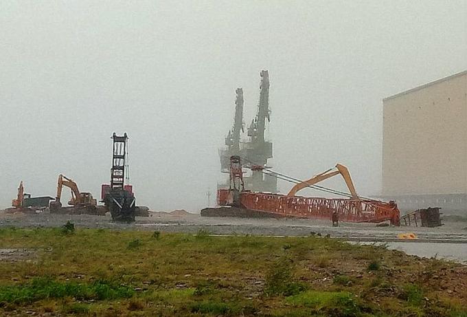 Formosa Hà Tĩnh đã phải cho hạ hết các cần cẩu hạng nặng để tránh bão.