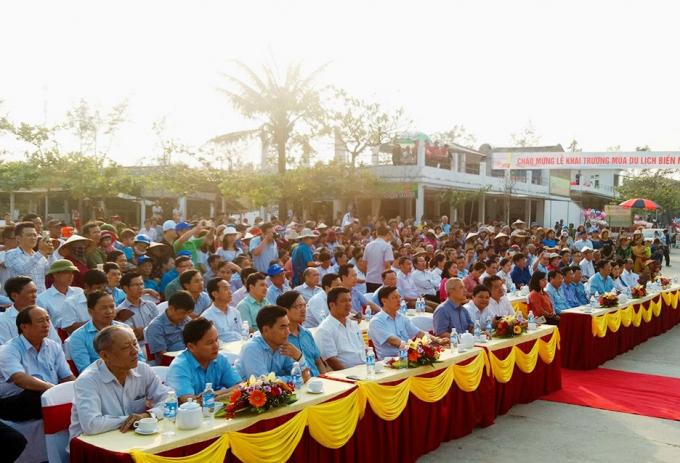 Buổi lễ khai trương mùa du lịch biển có các phòng, ban, ngành, đoàn thể cấp huyện; cán bộ, nhân dân xã Thạch Hải và quý du khách thập phương.