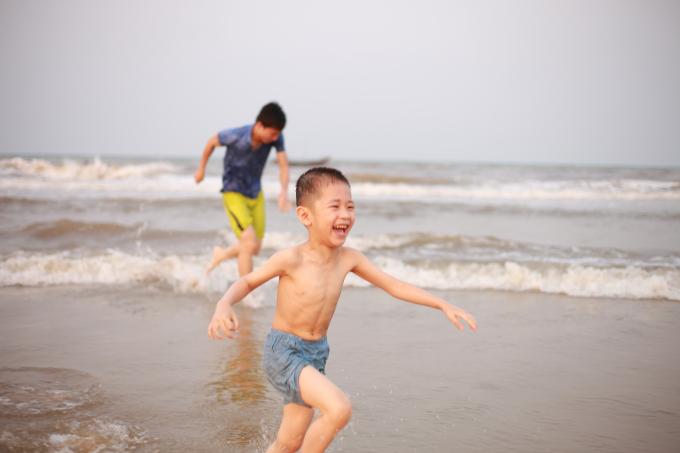 Bãi biển Thạch Hải Hà Tĩnh sôi động chào đón mùa du lịch