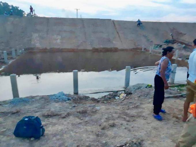 Hà Tĩnh: Đau lòng hai chị em cùng chết đuối dưới hố công trình