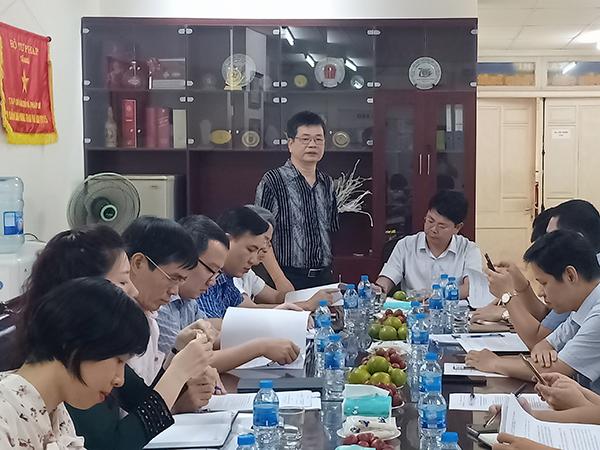 Ông Đặng Vũ Huân, Tổng Biên tập Tạp chí báo cáo với Thứ trưởng những mặt công tác chính của Tạp chí