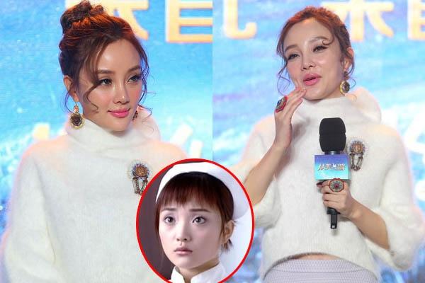 Lý Tiểu Lộ khiến nhiều người giật mình khi xuất hiện với khuôn mặt như tượng sáp trong buổi họp báo ra mắt phim điện ảnh Oh My God. Nữ diễn viên ít biểu cảm và cười cũng vô cùng gượng gạo. Netizen Trung Quốc nhận xét Lý Tiểu Lộ