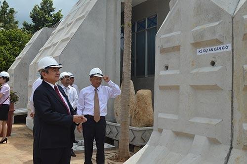 Bộ trưởng Nguyễn Quân thăm và làm việc tại công ty Busadco