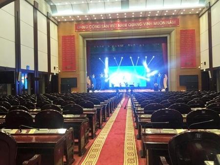 Hội trường Bộ Quốc phòng, số 7 Nguyễn Tri Phương, Ba Đình, Hà Nội đã sẵn sàng cho buổi tường thuật trực tiếp. Ảnh Hữu Phương