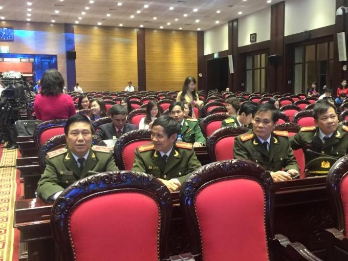 19h20, khá đông đại biểu đã có mặt tại Hội trường Bộ Quốc phòng, số 7 Nguyễn Tri Phương.