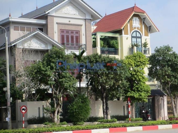 Lãnh đạo UBND phường Nông Trang từ chối trả lời nhiều câu hỏi của Phapluatplus về ngôi biệt thự mà người dân cho rằng của ông Nguyễn Quốc Liên.