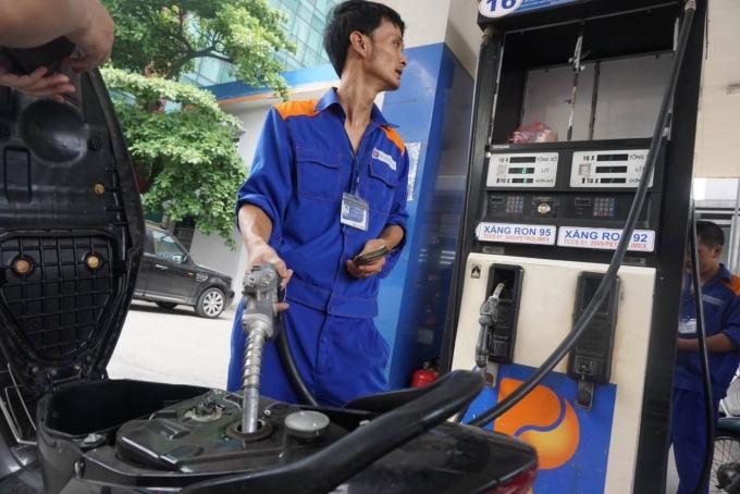 Giá xăng chính thức giảm 373 đồng/lít từ 15h chiều nay ngày 4/1 (Ảnh internet)