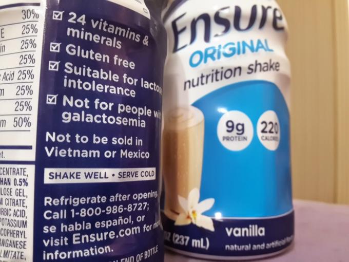"""Một sản phẩm của sữa Ensure có dòng chữ""""Not to be sold in Vietnam or Mexico""""."""