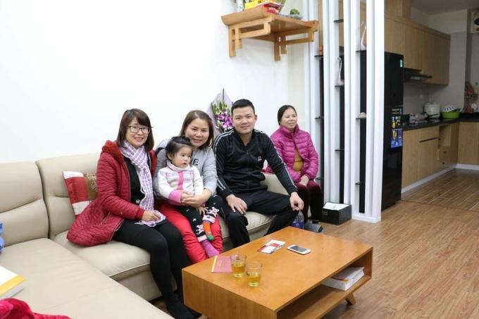 Một gia đình đã nhận căn hộ và về ở trước Tết Nguyên đán.