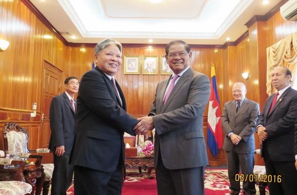 Bộ trưởng Tư pháp Hà Hùng Cường bày tỏ vui mừng được tiếp kiến Xăm-đéc Phó Thủ tướng Xa Khêng.
