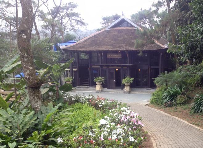 Le Mont Bavi Resort & Spa – resort có tất cả 13 khu nhà nghỉ dưỡng, phần lớn dựng bằng gỗ.