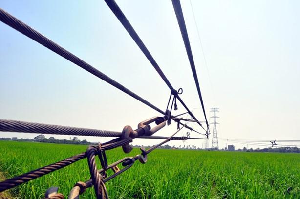 Bộ Công Thương đã thành lập Tổ công tác xác minh nguyên nhân cột điện trên đường dây 500 kV Hiệp Hòa - Quảng Ninh bị đổ. Ảnh: Hoàn Nguyễn.