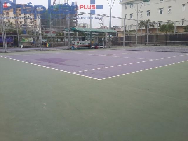Sân tennis rộng hàng trăm m2 cũng được chủ đầu tư xây dựng trái phép trên đất dành cho xây dựng cây xanh, công viên.