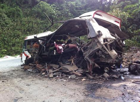 Tại điểm tai nạn đường đồi núi, cua gấp và có dốc cao. (Ảnh Đắc Lam - Plo.vn)