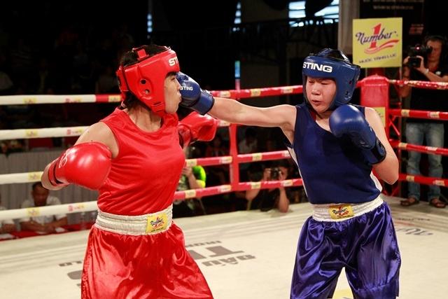 Các tay đấm nữ cũng thể hiện sự quyết liệt trong từng trận đấu.