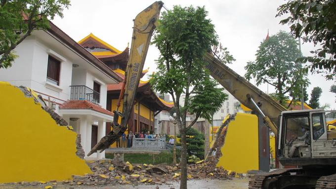 INDECO tự ý thay đổi D.A, xây dựng không phép trên diện tích 1.731m2 tại lô đất ký hiệu NO 4 X ở phường Dịch Vọng Hậu khi chưa được cấp có thẩm quyền phê duyệt.
