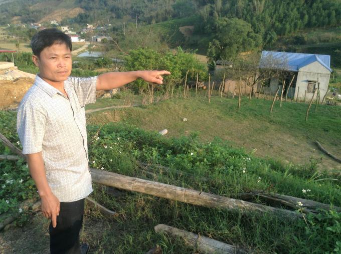 Ông Tạ Đình Thành cho biết thửa đất số 53 và 53b, tờ bản đồ số 82 của gia đình được Chủ tịch UBND huyện Mộc Châu cấp giấy chứng nhận quyền sử dụng đất.