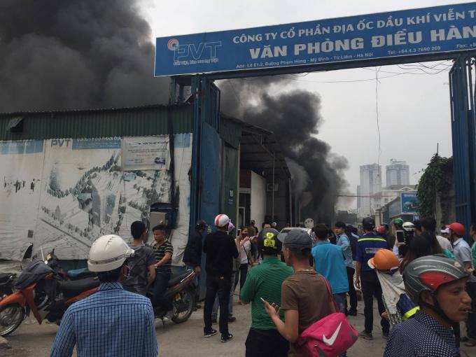 Vào khoảng 13h30p ngày 7/4 vụ cháy lớn đã xảy ra trên đường Phạm Hùng, tại lô E1.2