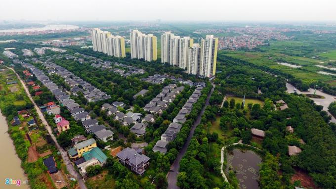 Ecopark là một trong những dự án khu đô thị có quy mô lớn nhất miền Bắc, tổng diện tích dự án của Ecopark gần 500 ha, nằm ở phía đông nam của Hà Nội liền kề với làng gốm Bát Tràng, cách trung tâm thủ đô 12,8 km. Nhờ việc kết nối thuận lợi với cầu Thanh Trì, đường vành đai 3, cầu Vĩnh Tuy, cầu Chương Dương, đường 5B, nơi đây là một trong những khu đô thị dễ lựa chọn đối với nhiều người ở Hà Nội.