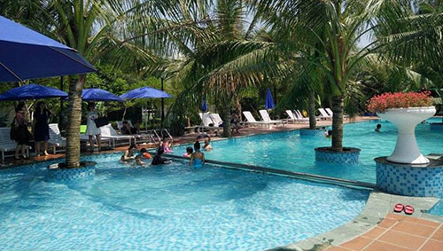 Bể bơi trái phép trong khu nghỉ dưỡng Eureka Linh Trường. Ảnh: Lam Sơn.