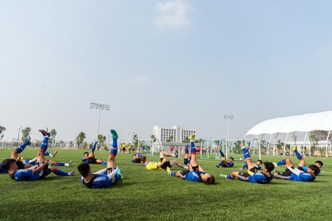 Học viên PVF đang tập luyện tại Trung tâm đào tạo bóng đá trẻ PVF Hưng Yên.