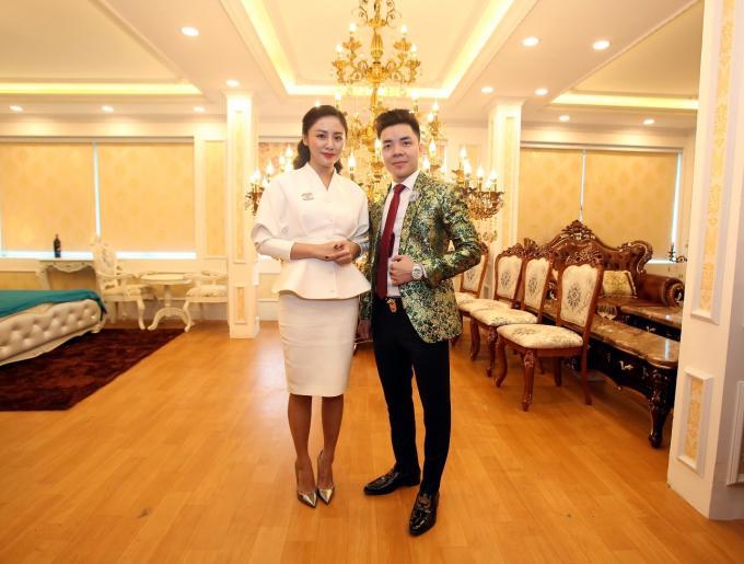 Ông Nguyễn Đình Trưởng: Tổng giám đốc RULYA BEAUTY VIỆT NAM và ca sỹ Văn Mai Hương.