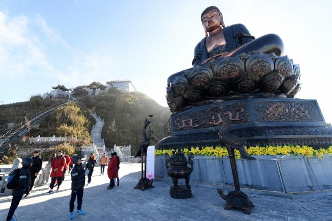 Chiêm bái Đại tượng Phật A Di Đà bằng đồng lớn nhất Việt Nam (2)