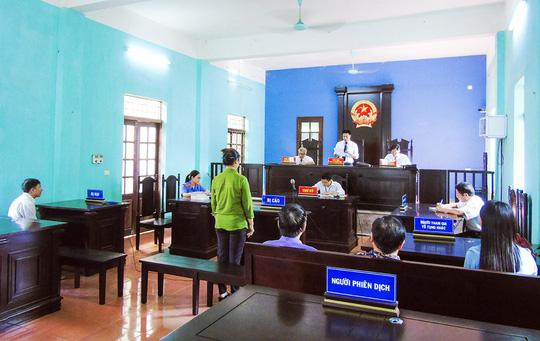 Một án xét xử tại TAND huyện Hiệp Hòa - Ảnh: vksbacgiang
