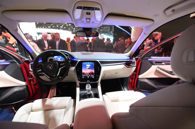 Dựa trên tỉ lệ kích thước hoàn hảo của khung xe, mẫu xeLUX SA2.0 có khoang hành khách rộng rãi, tạo sự cởi mở và thân thiện với người sử dụng.