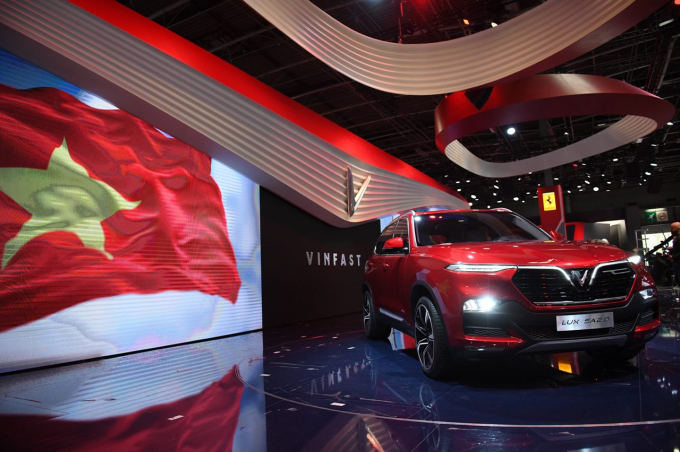 Ông Đỗ Thắng Hải – Thứ trưởng Bộ Công thương cho hay:Nghiên cứu kỹ lưỡng về thị trường, hợp tác với rất nhiều thương hiệu hàng đầu trên thế giới và có một nguồn nhân lực chất lượng thì chúng tôi tin tưởng là VinFast sẽ mang lại hiệu quả, góp phần thúc đẩy phát triển ngành công nghiệp ô tô của Việt Nam.Ở châu Á ngoại trừ mấy cường quốc về ô tô thì có rất ít thương hiệu được trưng bày tại một triển lãm quốc tế ấn tượng như Paris motor show thì thực sự đây là một niềm tự hào