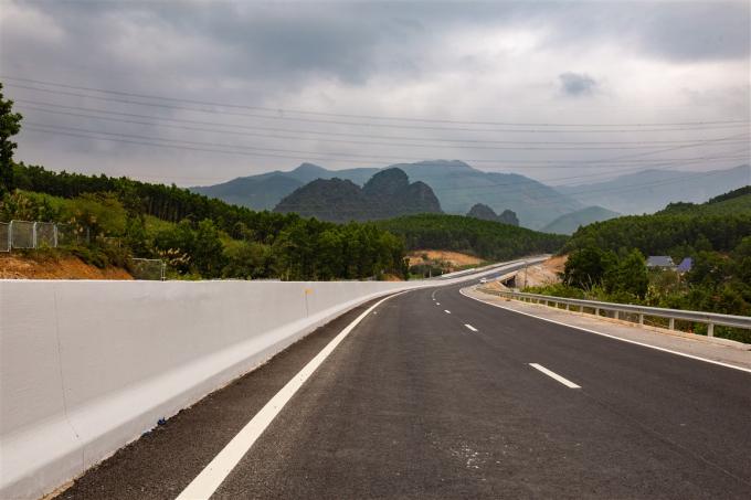 Cao tốc Hạ Long - Vân Đồn.
