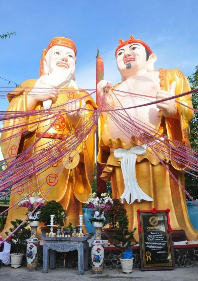 Đại Tượng Thần Tài - Thổ Địa đã được tổ chức Liên Minh Kỷ Lục Thế Giới -World Records Union (WorldKings) xác lập tại chùa Phước Quang - cô nhi viện Phật Giáo Suối Nguồn Tình Thương.